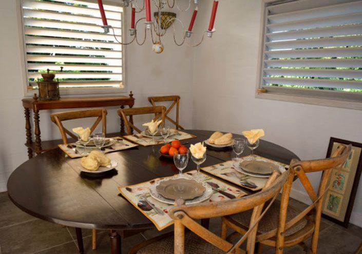 Salle à manger du gîte en Guadeloupe
